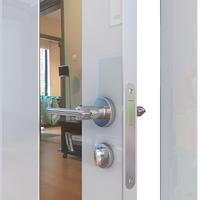 Двери Модерн глянцевые ДО-504 глянцевые двери с алюминиевой кромкой