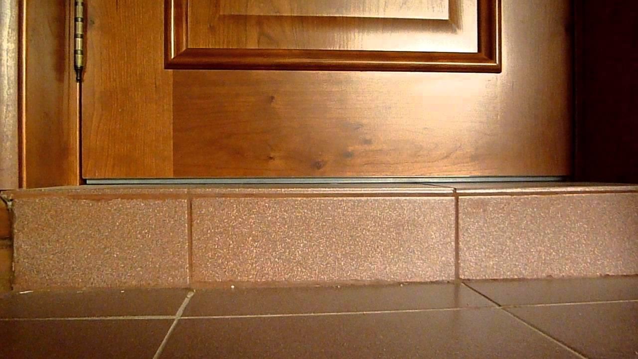 Как сделать порог в ванной комнате, на балконе и между комна.