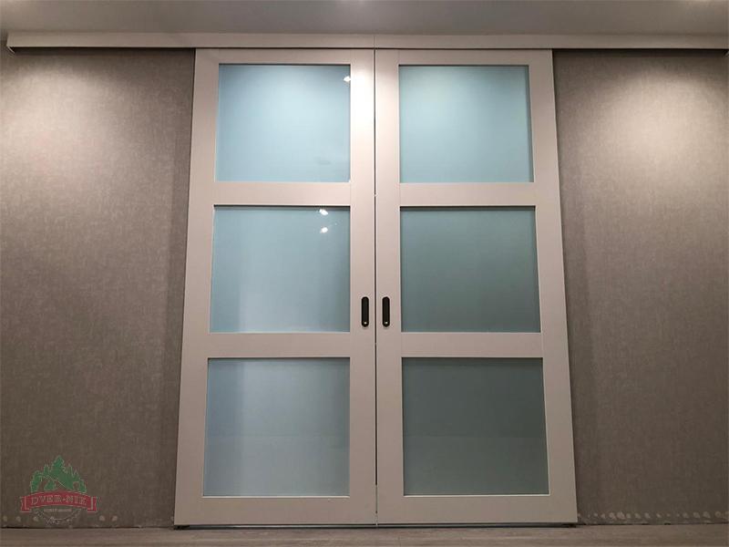 Раздвижные деревянные двери перегородки